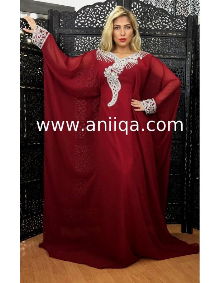 Magasin de robe orientale bordeaux