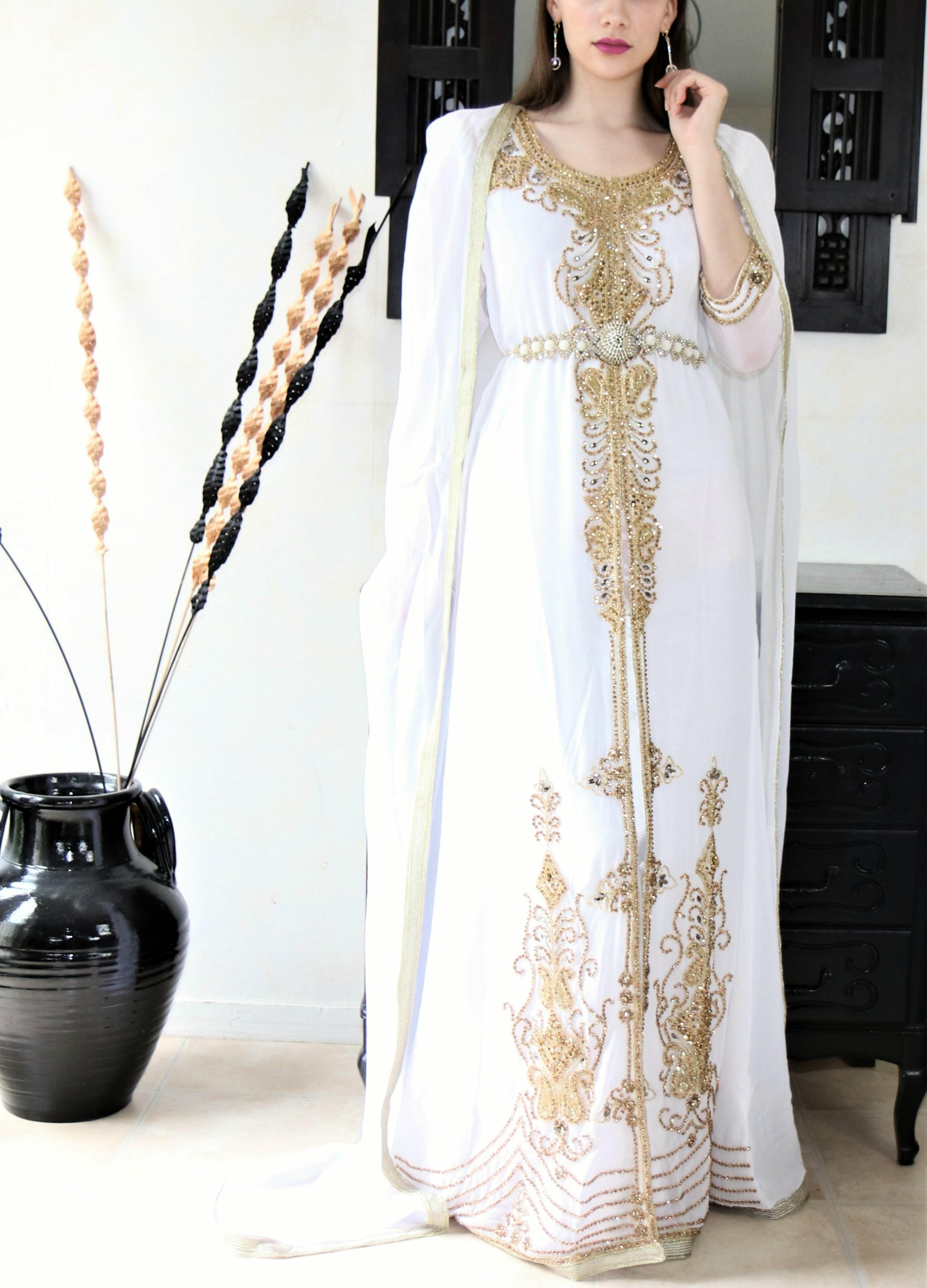 Robe orientale mariage blanche et or - aniiqa.